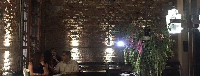 SIMON Bar Crudo is one of Lugares favoritos de Ale.