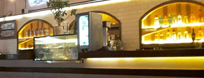 Caffe del Corso Marina is one of Behire'nin Beğendiği Mekanlar.