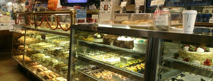 LaGuli Pastry Shop is one of Lugares favoritos de Marissa.