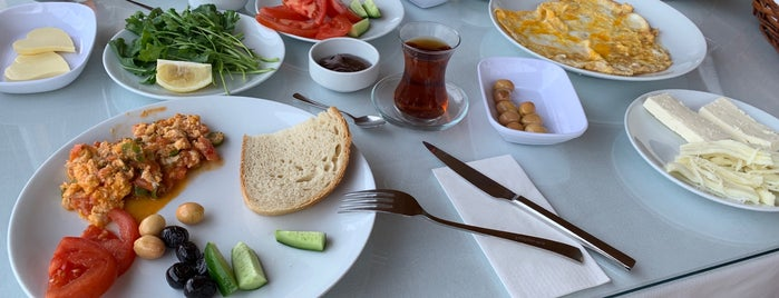 Meşe Kahvaltı & Et Mangal is one of Ali Canさんの保存済みスポット.