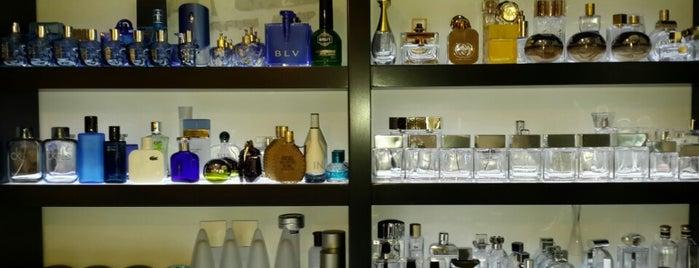 Batı Sezer Parfum Shop is one of Gulin : понравившиеся места.