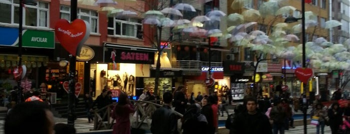 Marmara Caddesi is one of Elif Turanさんのお気に入りスポット.