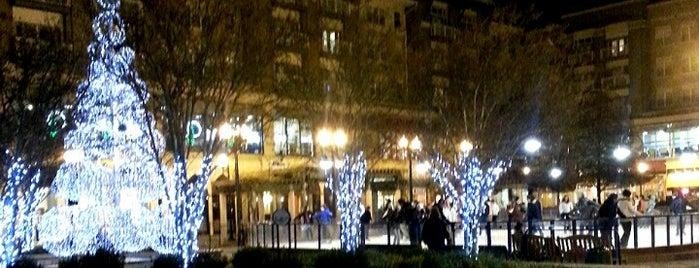 Pentagon Row Square is one of Orte, die Sunjay gefallen.