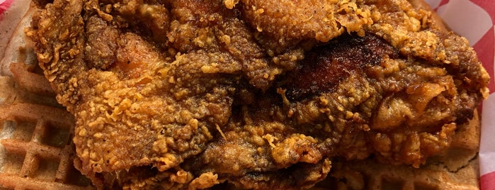 Lo-Lo's Chicken & Waffles is one of Tempat yang Disimpan Matt.