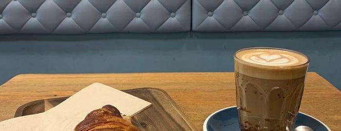 Roast Club Café is one of Gespeicherte Orte von Tom.