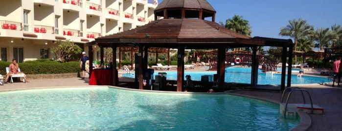 Lobby Bar at Mirage New Hawai Resort is one of Gespeicherte Orte von Safaa.