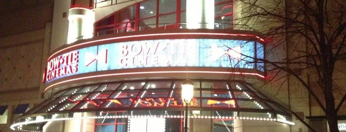 Bow Tie Cinemas Reston Town Center 13 is one of Locais curtidos por Lianne.