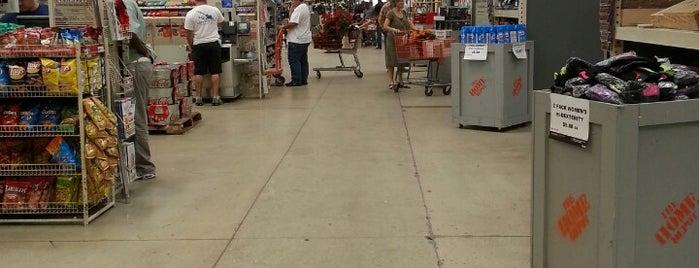 The Home Depot is one of Orte, die Isabella gefallen.