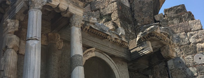 Vespasianus Anıtı is one of Antalyada gezmelik, görmelik, yüzmelik.