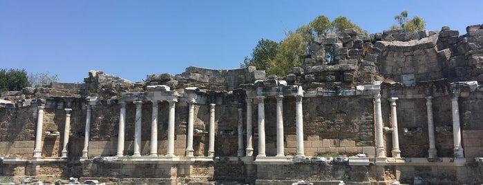 Side Anıtsal Çeşme is one of Antalyada gezmelik, görmelik, yüzmelik.