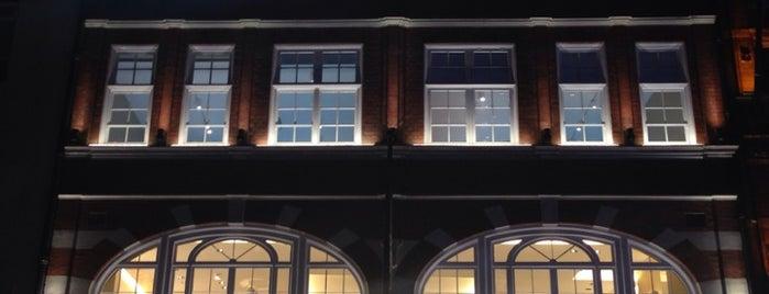 Fendi Flagship Store is one of Lieux qui ont plu à Sarah.