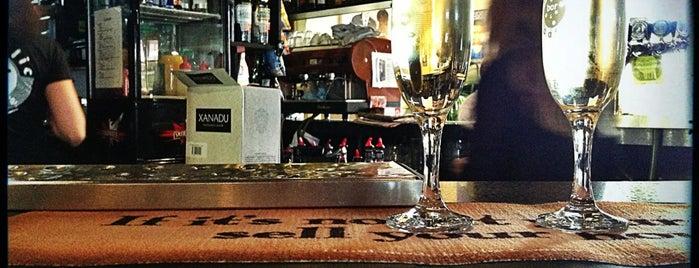 Republic Bar & Cafe is one of Laura: сохраненные места.