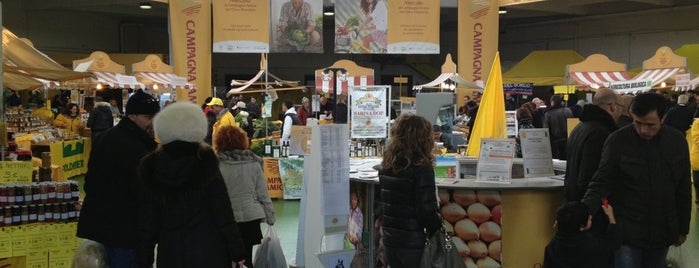 Mercato di Campagna Amica is one of Rome, Winter 2015.
