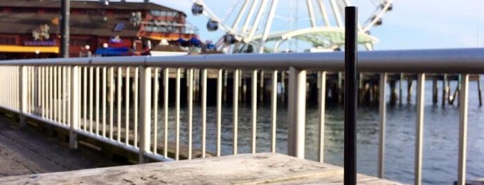 Seattle's Central Waterfront is one of สถานที่ที่ Jingyuan ถูกใจ.