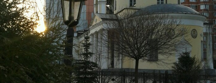 Храм Зосимы и Савватия Соловецких чудотворцев в Гольяново is one of Dianaさんのお気に入りスポット.