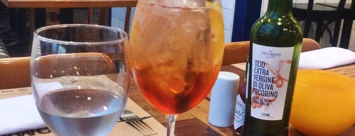Pecorino Bar & Trattoria is one of Kleber'in Beğendiği Mekanlar.