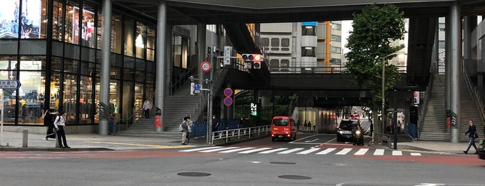 MIYASHITA PARK is one of Lugares favoritos de 高井.