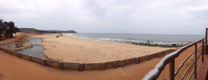 Kunkeshwar Beach is one of Minhas diversões.