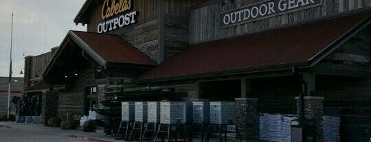 Cabela's is one of สถานที่ที่ Lauren ถูกใจ.