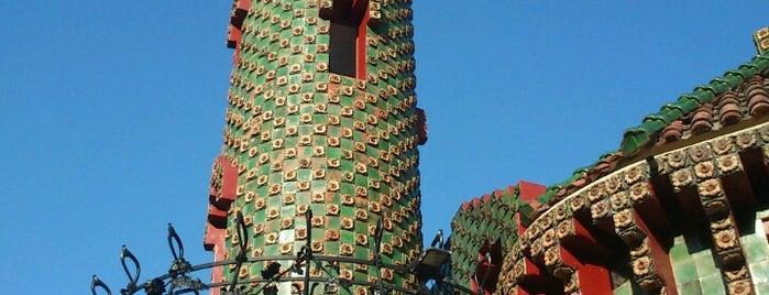 El Capricho de Gaudí is one of Tempat yang Disukai Jonatan.