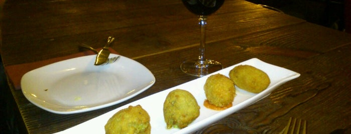 Distinto is one of Madrid tapas.
