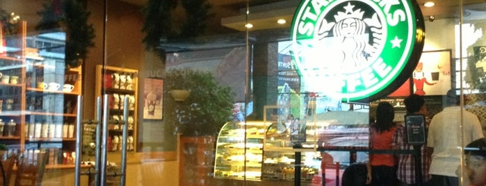 Starbucks Coffee is one of Kenn R : понравившиеся места.