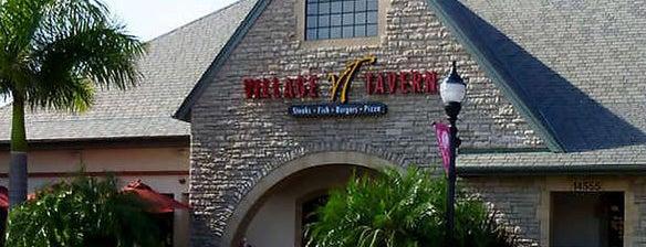 Village Tavern is one of Lugares favoritos de Cristina.