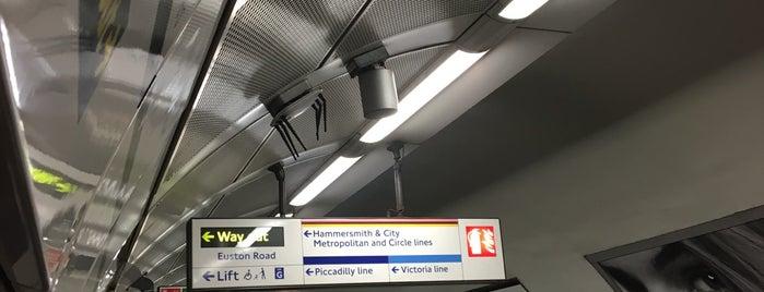 Platform 1 (W'bound H&C, Circle, Metropolitan) is one of Para visitar.