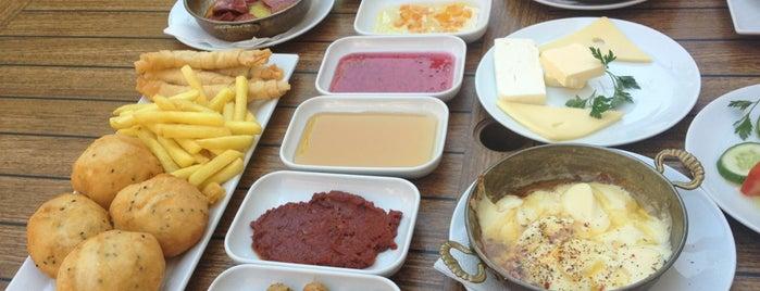 Beyaz Ev Butik Restoran is one of Locais curtidos por Fatih.