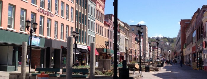 Ithaca Commons is one of Lugares favoritos de Andrew.