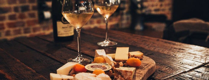 Wine Bar Mouchart is one of Anthony'un Beğendiği Mekanlar.