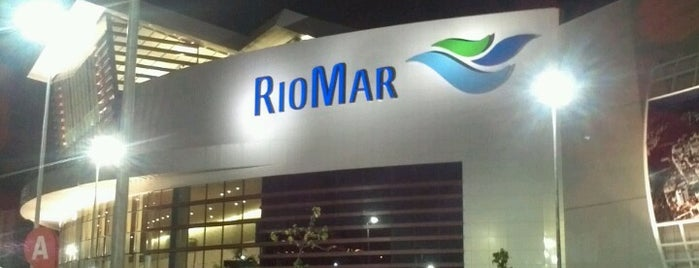 Shopping RioMar is one of Lugares recomendados.