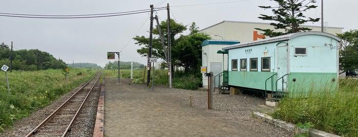 Nishi-Wada Station is one of JR 홋카이도역 (JR 北海道地方の駅).