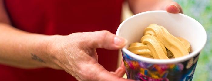 Menchie's Frozen Yogurt is one of Lugares favoritos de Richard.