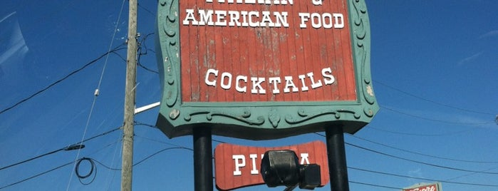 Deluca's Restaurant is one of Lugares favoritos de Andrew.