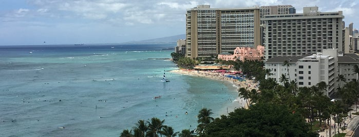 Alohilani Resort Waikiki Beach is one of Locais curtidos por David.