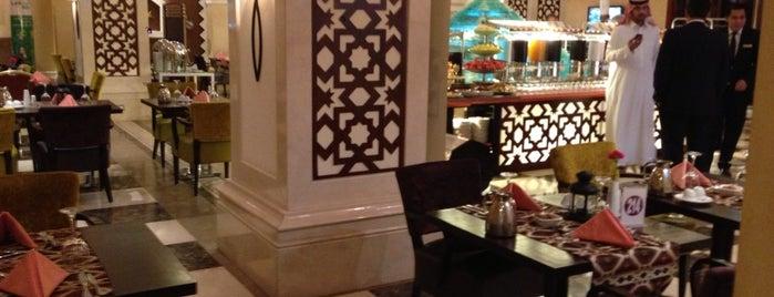 Crowne Plaza Al Khobar is one of สถานที่ที่ B ถูกใจ.