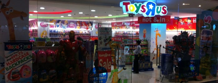 "Toys""Я""Us is one of Locais curtidos por Shank."
