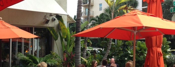 Oliver's Bistro is one of Ultimate South Beach List.