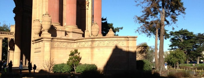 Palace of Fine Arts Lagoon is one of Miguelさんの保存済みスポット.