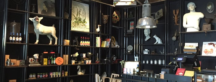 DOU MAISON gallery is one of Tainan.