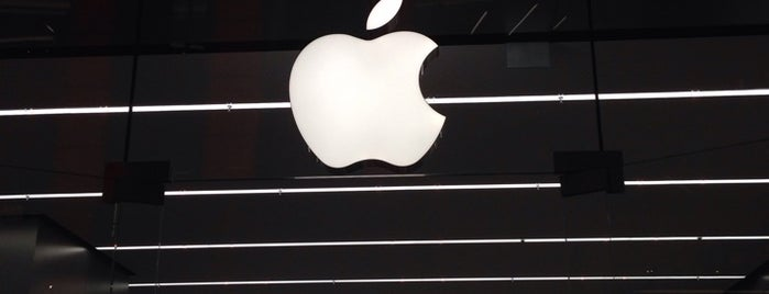 Apple Store is one of Orte, die Korhan gefallen.