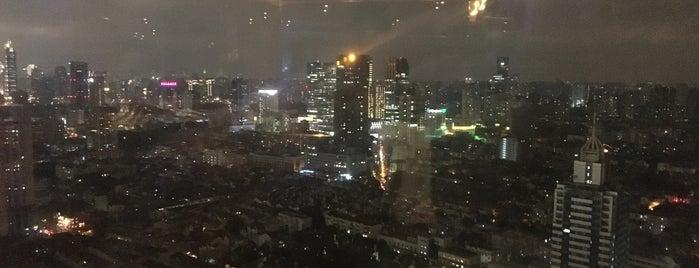Penthouse Bar On 39 is one of Simons Shanghai List.