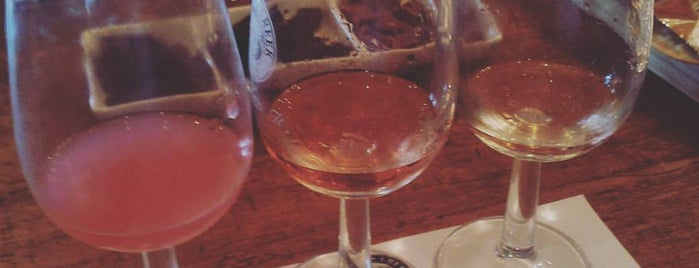 Saddler's Creek Wines is one of Lugares favoritos de Paul.