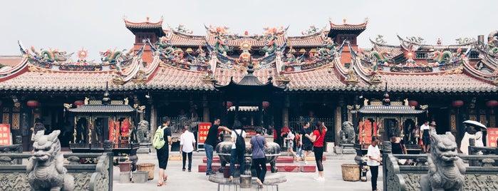 关岳庙 is one of Tempat yang Disukai Hanna.