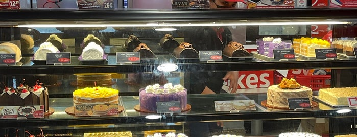 Red Ribbon Bake Shop is one of JC.