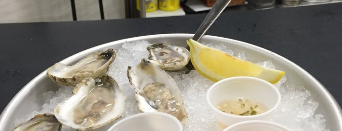 Mariano's Oyster Bar is one of Chicago restaurants 1.