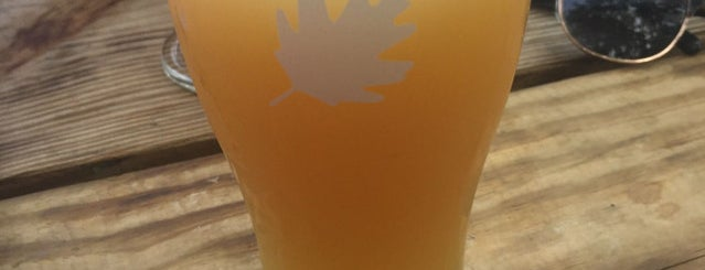 Crooked Run Brewing is one of Lizさんのお気に入りスポット.