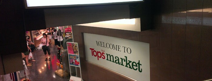 Tops Market is one of Lugares guardados de Anna Brain.