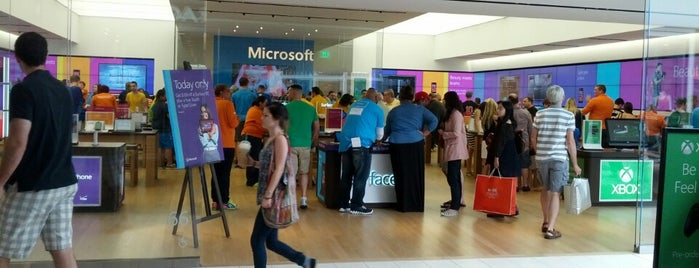 Microsoft Store is one of Jared's Liked Places.